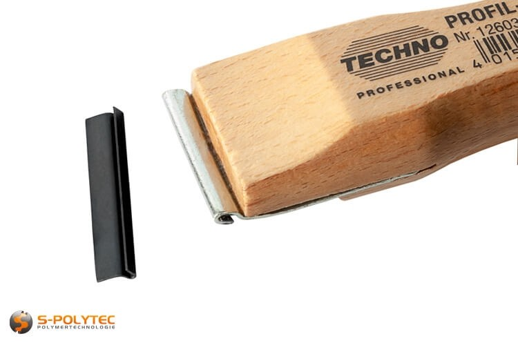 Vervangmes in 35mm breedte is geschikt voor de hoogwaardige Techno Professional profielschraper